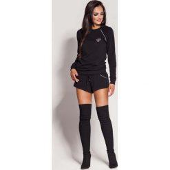Bluzy rozpinane damskie: Czarna Nierozpinana Bluza z Biżuteryjnym Akcentem