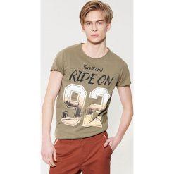 Odzież męska: T-shirt z nadrukiem – Khaki