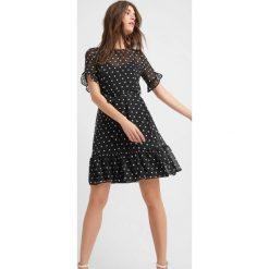 Sukienki hiszpanki: Transparentna sukienka z falbaną
