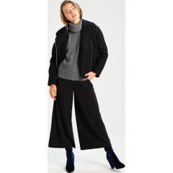 Swetry klasyczne damskie: khujo MIKIA Sweter black/white