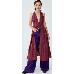 Sukienka midi z guzikami i odkrytymi plecami. Czerwone sukienki hiszpanki Pull&Bear, midi. Za 96,90 zł.