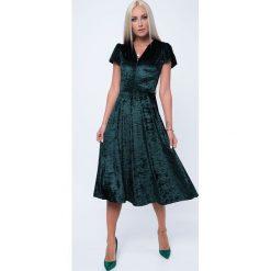 Sukienka MIDI z gniecionego weluru butelkowa zieleń MP60286. Zielone sukienki z falbanami Fasardi, s, z weluru, midi. Za 64,00 zł.