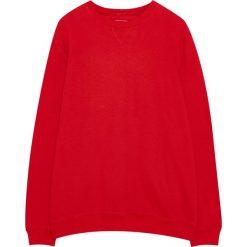 Bluza basic z okrągłym dekoltem. Czerwone bluzy męskie rozpinane Pull&Bear. Za 34,90 zł.
