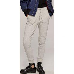 Spodnie dresowe damskie: Dresowe spodnie – Szary