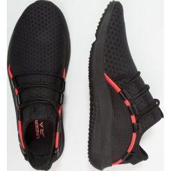 Under Armour RAIL FIT Obuwie do biegania treningowe black. Szare buty do biegania męskie marki Under Armour, z materiału. W wyprzedaży za 367,20 zł.