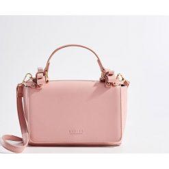 Torebka z odpinanym paskiem - Różowy. Czerwone torebki klasyczne damskie marki Reserved, duże. Za 89,99 zł.