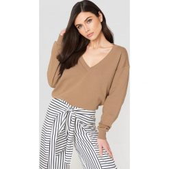 NA-KD Basic Bluza basic z dekoltem V - Brown,Beige. Różowe bluzy damskie marki NA-KD Basic, prążkowane. Za 100,95 zł.