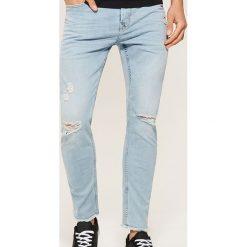 Jeansy slim z dziurami - Niebieski. Niebieskie jeansy męskie slim marki House. W wyprzedaży za 89,99 zł.
