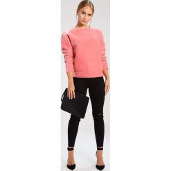 Bluzy damskie: Glamorous Petite Bluza pink velvet
