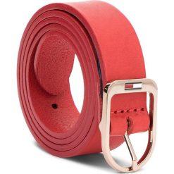 Pasek Damski TOMMY JEANS - Tjw Flag Belt 2.5 AW0AW05896 75 614. Czerwone paski damskie marki Tommy Jeans, w paski, z jeansu. W wyprzedaży za 139,00 zł.