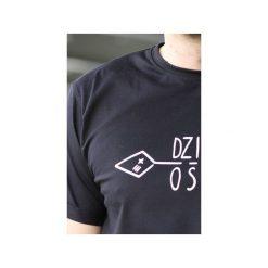 T-shirt męski czarny klasyczny DZIKOŚĆ. Niebieskie t-shirty męskie z nadrukiem marki bonprix, m, z klasycznym kołnierzykiem, z długim rękawem. Za 72,00 zł.