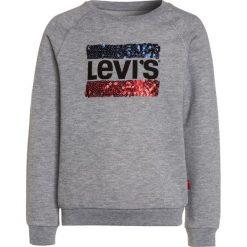 Levi's® BRUSH Bluza light gray melange. Brązowe bluzy chłopięce marki Levi's®, z bawełny. W wyprzedaży za 269,10 zł.