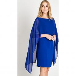 Kobaltowa sukienka z halką QUIOSQUE. Niebieskie sukienki balowe marki QUIOSQUE, na imprezę, z materiału, z kopertowym dekoltem, kopertowe. W wyprzedaży za 139,99 zł.