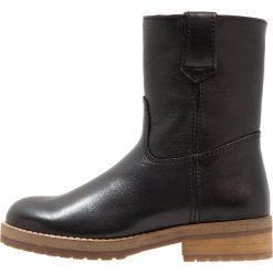 Hip Śniegowce black. Brązowe buty zimowe damskie marki Hip. W wyprzedaży za 298,35 zł.