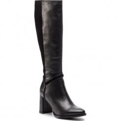 Kozaki WOJAS - 8734-71 Czarny. Czarne buty zimowe damskie Wojas, ze skóry, na obcasie. W wyprzedaży za 479,00 zł.