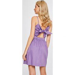 Answear - Sukienka. Różowe sukienki mini marki ANSWEAR, na co dzień, l, z bawełny, casualowe, na ramiączkach, rozkloszowane. W wyprzedaży za 79,90 zł.