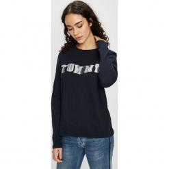 Tommy Hilfiger - Bluzka. Czarne bluzki z odkrytymi ramionami marki TOMMY HILFIGER, l, z nadrukiem, z bawełny, z okrągłym kołnierzem. Za 229,90 zł.