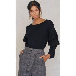 Rut&Circle Sweter z rękawem z falbanami Tracy - Black. Czarne swetry klasyczne damskie Rut&Circle, z dzianiny. W wyprzedaży za 80,98 zł.