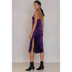 Sukienki: NA-KD Party Aksamitna sukienka z rozcięciami – Purple