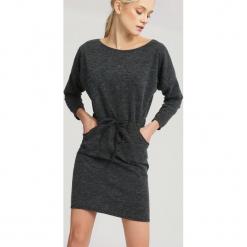 Czarna Sukienka Choosing. Czarne sukienki dzianinowe marki other, na jesień, uniwersalny. Za 59,99 zł.