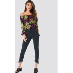 Spodnie damskie: NA-KD Trend Jeansy ze skośnym brzegiem - Black