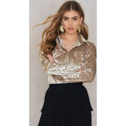 Koszule wiązane damskie: Rut&Circle Aksamitna koszula Nataly – Beige