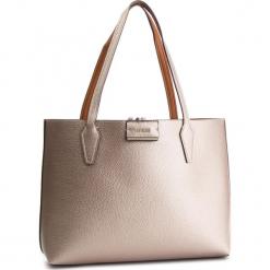 Torebka GUESS - HWMM6 422150 PBC. Brązowe torebki klasyczne damskie Guess, z aplikacjami, ze skóry ekologicznej. Za 599,00 zł.