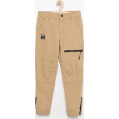 Spodnie chłopięce: Spodnie jogger z zamkiem przy mankiecie – Beżowy