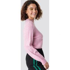 Emilie Briting x NA-KD Sweter z bufiastym rękawem - Pink. Różowe swetry oversize damskie Emilie Briting x NA-KD. Za 161,95 zł.