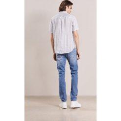 Marc Jacobs Jeansy Slim Fit vintage wash. Niebieskie jeansy męskie Marc Jacobs. W wyprzedaży za 723,60 zł.