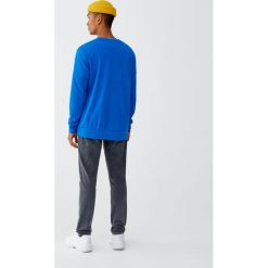 Szare jeansy slim comfort fit z efektem sprania. Czarne jeansy męskie relaxed fit marki Pull&Bear, m. Za 89,90 zł.