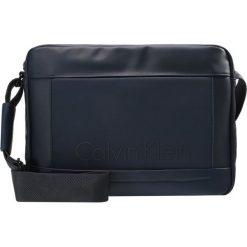Calvin Klein CAILLOU MESSENGER Torba na ramię ombre blue. Niebieskie torby na ramię męskie marki Calvin Klein. W wyprzedaży za 314,25 zł.