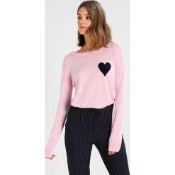 Swetry klasyczne damskie: Baukjen SOPHIE INTARSIA  Sweter soft blush/navy