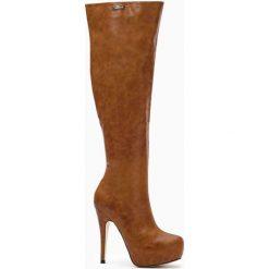 Camelowe Kozaki Duality. Brązowe buty zimowe damskie marki Born2be, z materiału, z okrągłym noskiem, na wysokim obcasie, na szpilce. Za 139,99 zł.