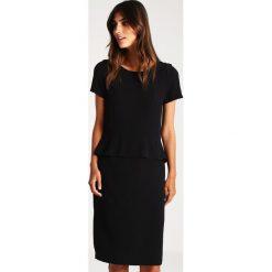 More & More Sukienka koktajlowa black. Czarne sukienki koktajlowe marki More & More, z materiału. W wyprzedaży za 439,20 zł.