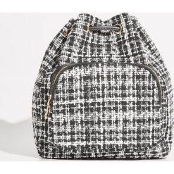 Tweedowy plecak typu worek - Czarny. Czarne plecaki damskie Sinsay. W wyprzedaży za 29,99 zł.