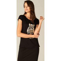 Koszulka z połyskującą aplikacją - Czarny. Czarne t-shirty damskie marki Mohito, l, z aplikacjami. Za 69,99 zł.
