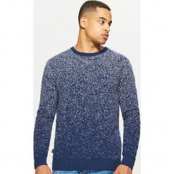 Sweter z nadrukiem all over - Granatowy. Niebieskie swetry klasyczne męskie marki Cropp, l, z nadrukiem. Za 99,99 zł.