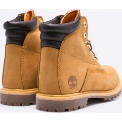 Timberland - Botki Waterville 6in Basic. Brązowe buty zimowe damskie marki Timberland, z materiału, na obcasie, na sznurówki. W wyprzedaży za 449,90 zł.