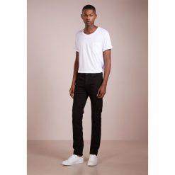 PS by Paul Smith Jeansy Slim Fit black denim. Czarne jeansy męskie relaxed fit marki PS by Paul Smith. W wyprzedaży za 434,85 zł.
