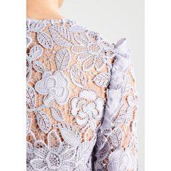 True Decadence Sukienka koktajlowa light grey. Szare sukienki koktajlowe marki True Decadence, z materiału. W wyprzedaży za 581,40 zł.