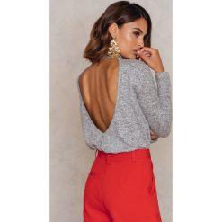 Swetry klasyczne damskie: NA-KD Sweter z okdrytymi plecami - Grey