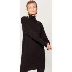 Melanżowy sweter z golfem - Czarny. Czarne golfy damskie marki Mohito, l. W wyprzedaży za 79,99 zł.