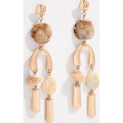Długie kolczyki z efektem marmuru - Złoty. Żółte kolczyki damskie marki Stylowa biżuteria, pozłacane. Za 39,99 zł.