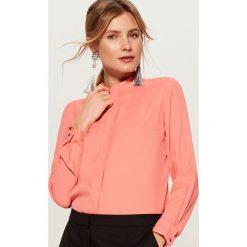 Koszula z zakrytym panelem - Pomarańczo. Różowe koszule damskie marki Mohito. Za 89,99 zł.