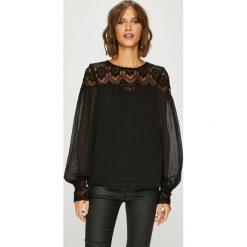 Vero Moda - Bluzka Vennessa. Czarne bluzki nietoperze marki Vero Moda, s, z aplikacjami, z koronki, casualowe, z okrągłym kołnierzem. Za 169,90 zł.