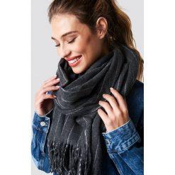 Szaliki damskie: NA-KD Accessories Szalik Woven Pinstripe - Grey