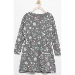 Bawełniana sukienka z nadrukiem - Szary. Szare sukienki dziewczęce marki Reserved, z nadrukiem, z bawełny. W wyprzedaży za 19,99 zł.