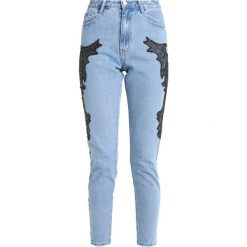 Missguided RIOT HIGH RISE APPLIQUE STUD MOM Jeansy Slim Fit stonewash. Niebieskie jeansy damskie relaxed fit marki Missguided, z bawełny. Za 189,00 zł.