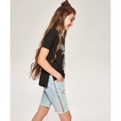 Jeansowe szorty z lampasami - Niebieski. Niebieskie szorty jeansowe damskie Reserved. W wyprzedaży za 49,99 zł.